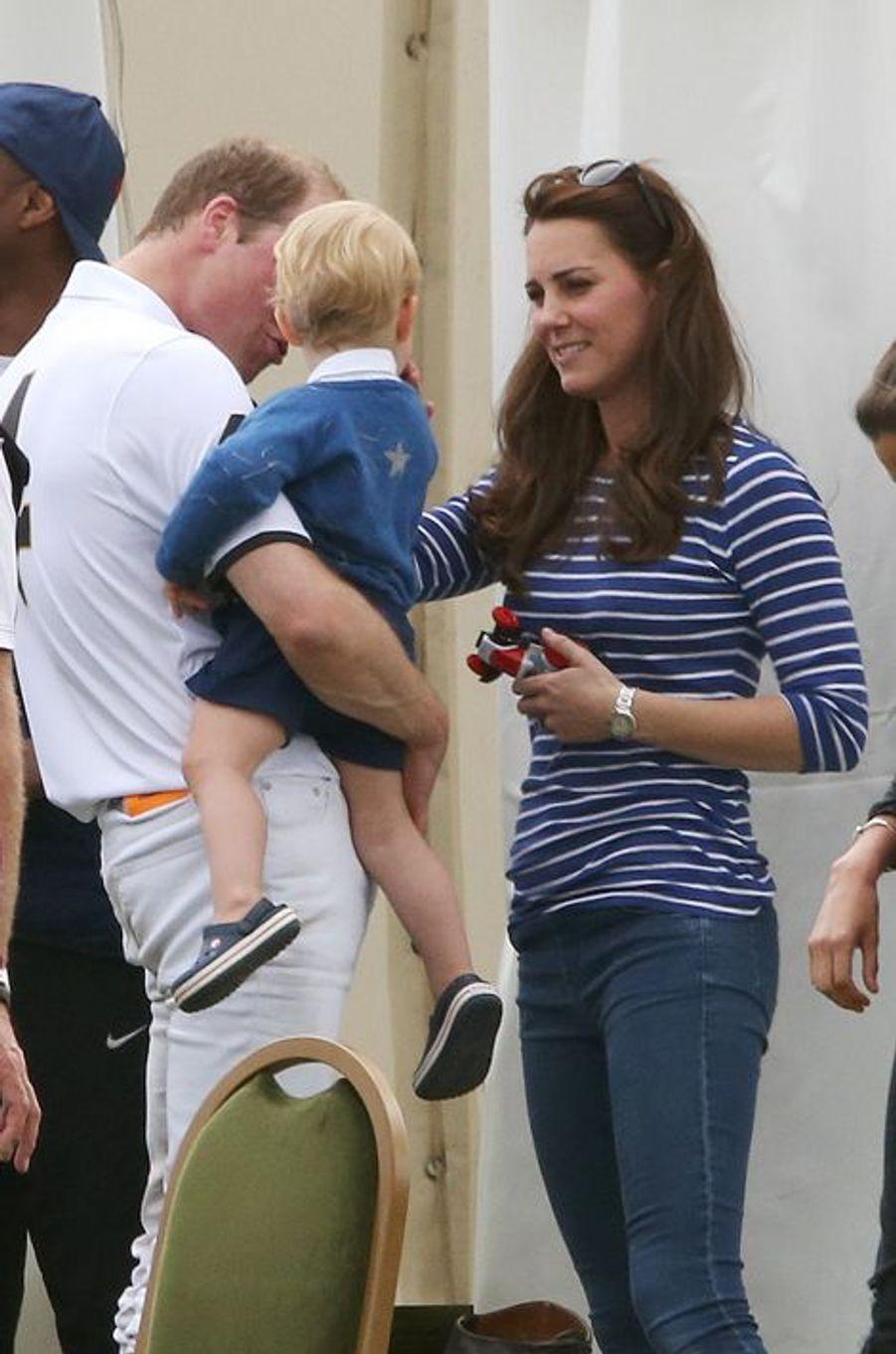 Kate avec les princes William et George à Tetbury, le 14 juin 2015