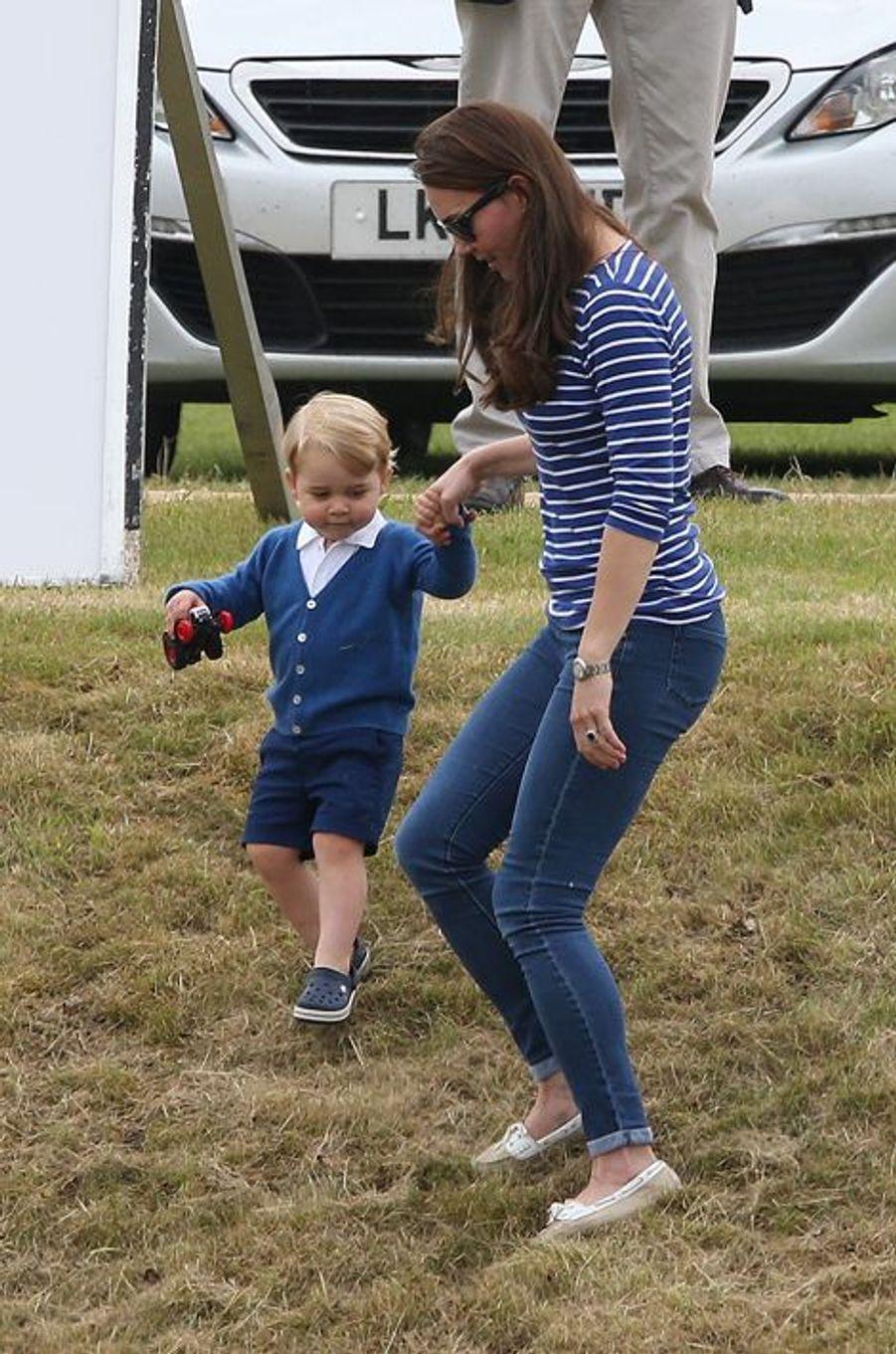 La duchesse Kate et le prince George à Tetbury, le 14 juin 2015