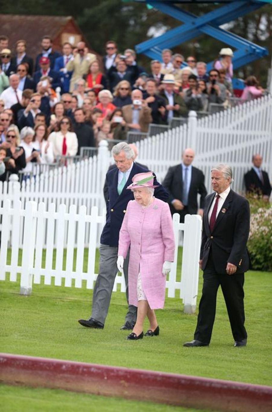 La reine Elizabeth II à la coupe de polo Cartier Queens à Windsor, le 14 juin 2015