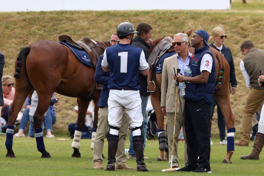 Le prince Harry et le prince Charles à Tetbury, le 14 juin 2015