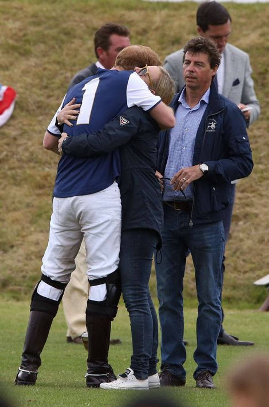 Le prince Harry et sa cousine Zara Phillips à Tetbury, le 14 juin 2015