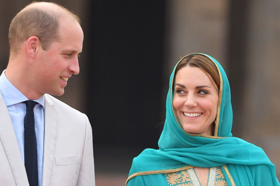 Kate Middleton et le prince Williamen visite à la mosquéeBadshahi à Lahore, au Pakistan, le 17 octobre 2019
