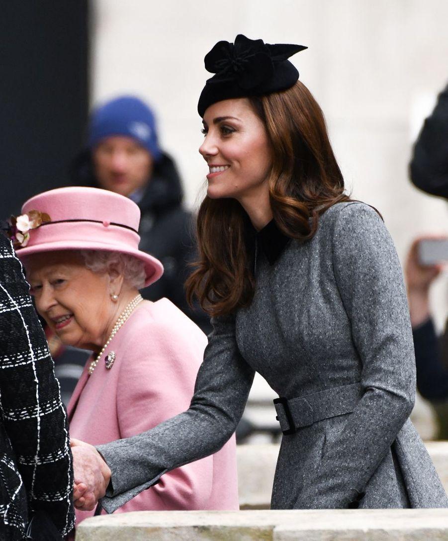 La reine Elizabeth II et Kate Middleton en visite au King's College de Londres le 19 mars 2019