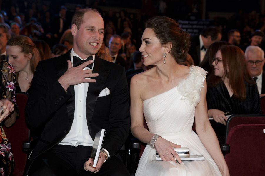 Ce dimanche soir se déroule la soirée de remise des prix des Bafta, les Oscars du cinéma anglo-saxon. Kate née Middleton a fait une entrée remarquée au bras du prince William.