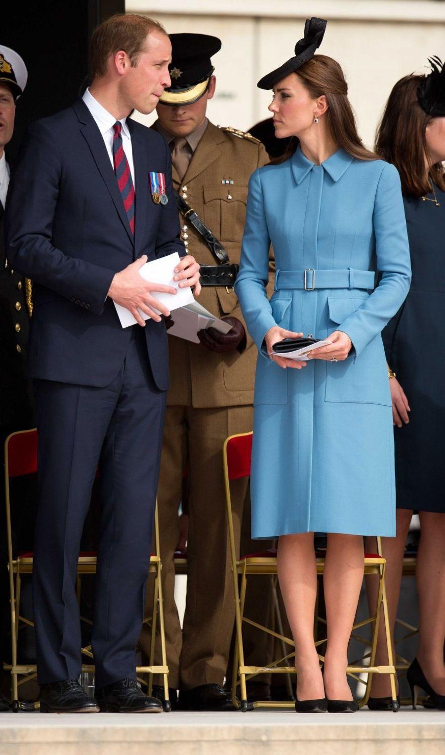 La duchesse de Cambridge, née Kate Middleton, en Alexander McQueen à Arromanches en Normandie le 6 juin 2014