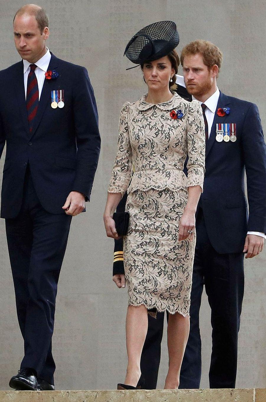 La duchesse de Cambridge, née Kate Middleton, en Jenny Packham à Thiepval en Picardie le 1er juillet 2016