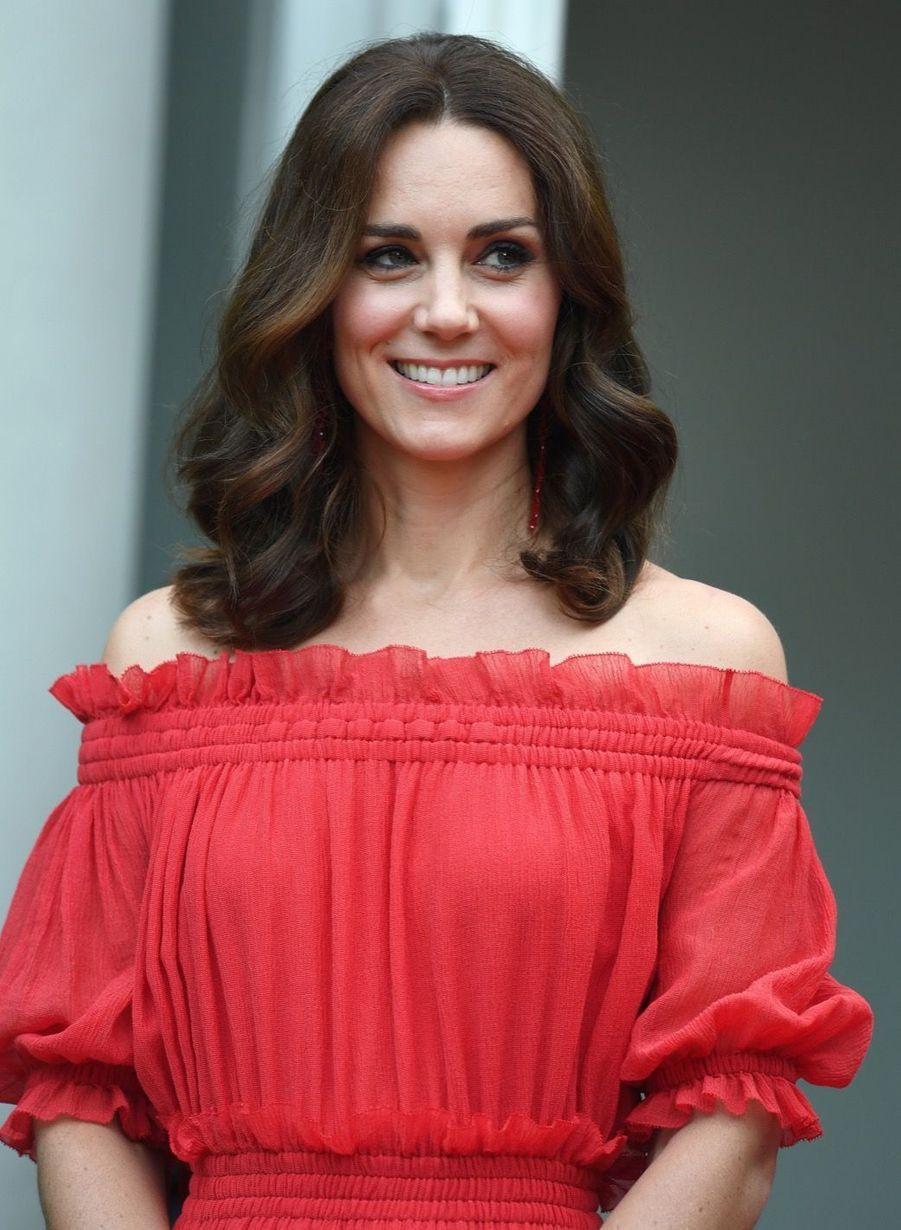 Kate Middleton, Rouge Séduction Et Épaules Dénudées 1