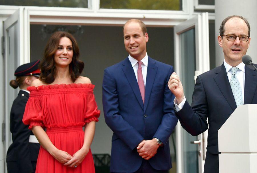 Kate Middleton, Rouge Séduction Et Épaules Dénudées 13