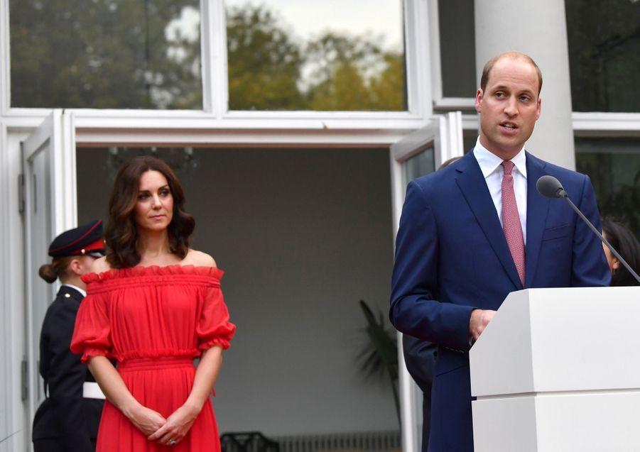 Kate Middleton, Rouge Séduction Et Épaules Dénudées 15