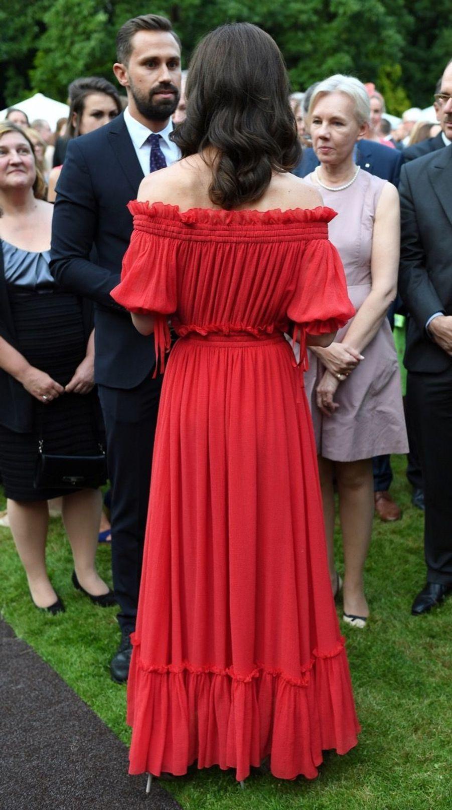 Kate Middleton, Rouge Séduction Et Épaules Dénudées 2