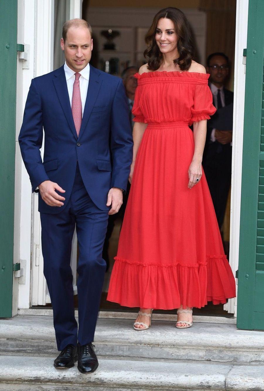 Kate Middleton, Rouge Séduction Et Épaules Dénudées 4