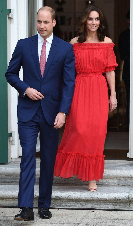 Kate Middleton, Rouge Séduction Et Épaules Dénudées 5