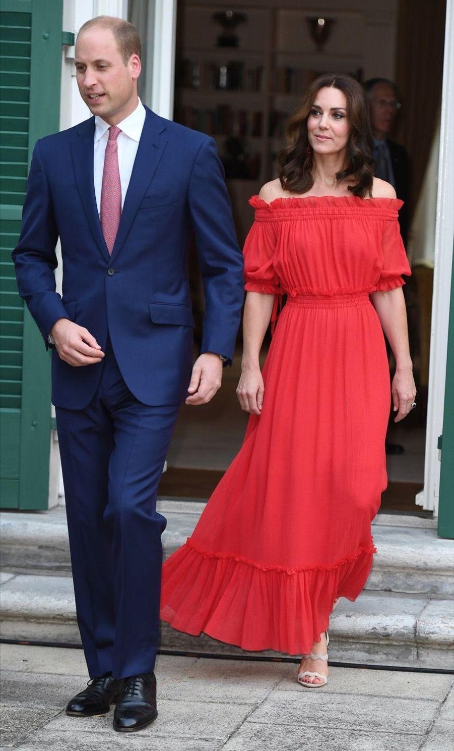 Kate Middleton, Rouge Séduction Et Épaules Dénudées 6
