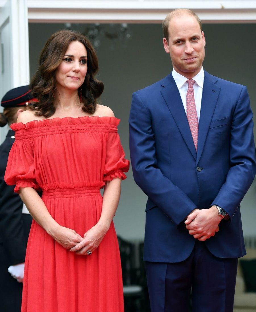 Kate Middleton, Rouge Séduction Et Épaules Dénudées 7