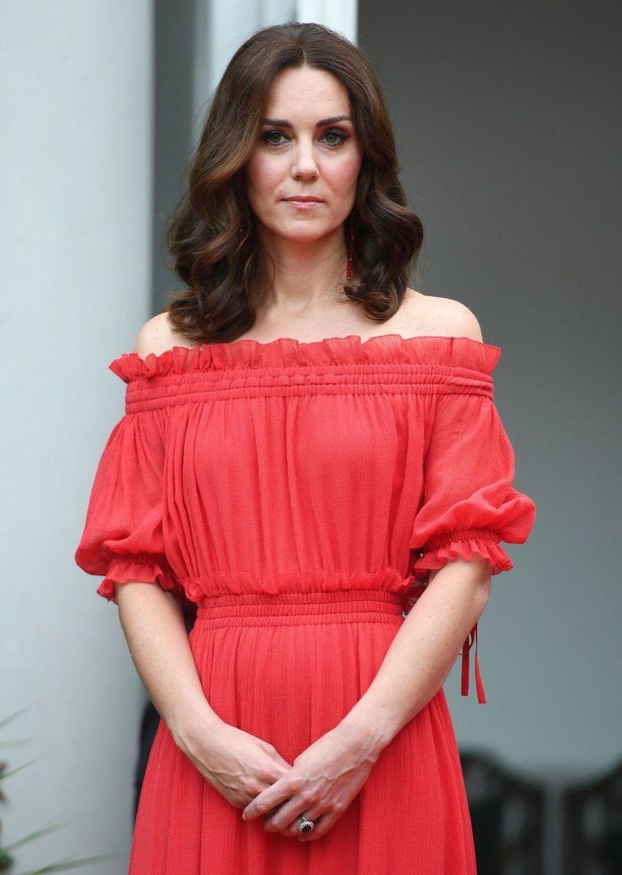Kate Middleton, Rouge Séduction Et Épaules Dénudées 8