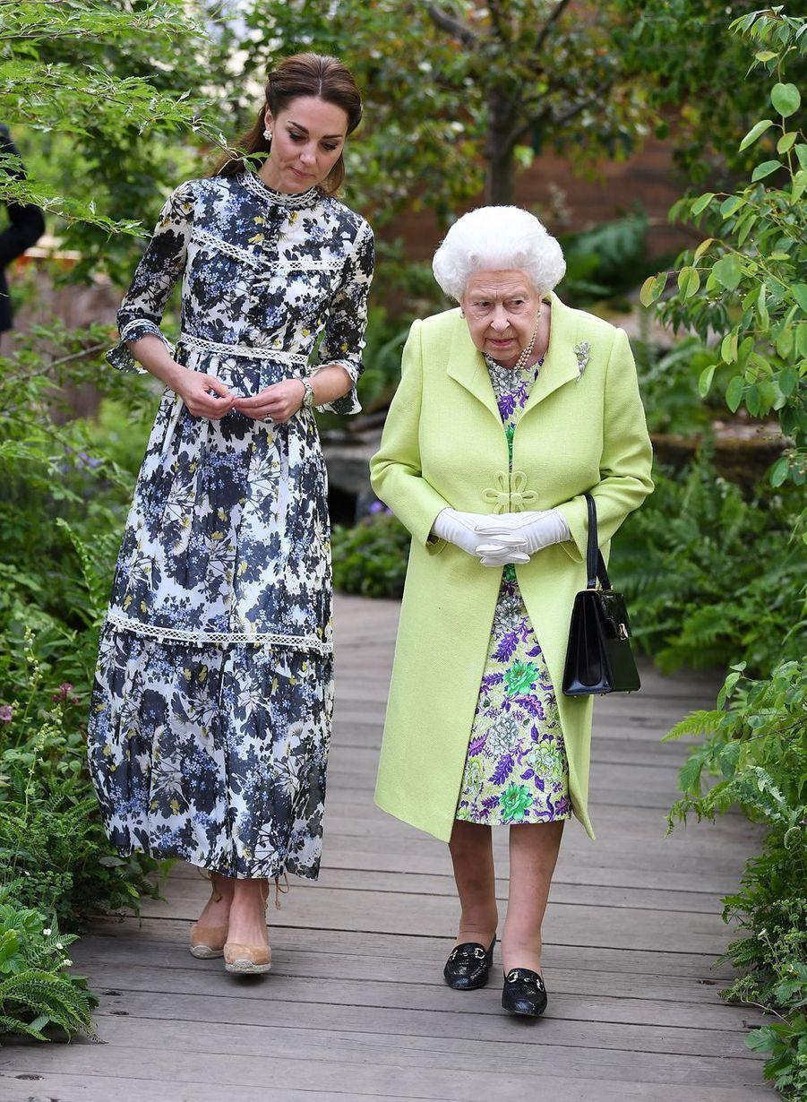 Kate et la reine Elizabeth II au Chelsea Flower Show de Londres, le 20 mai 2019