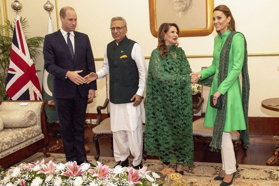 Kate Middleton et le prince William rencontrent le président pakistanais Arif Alvi et son épouse Samina à Islamabad le 15 octobre 2019