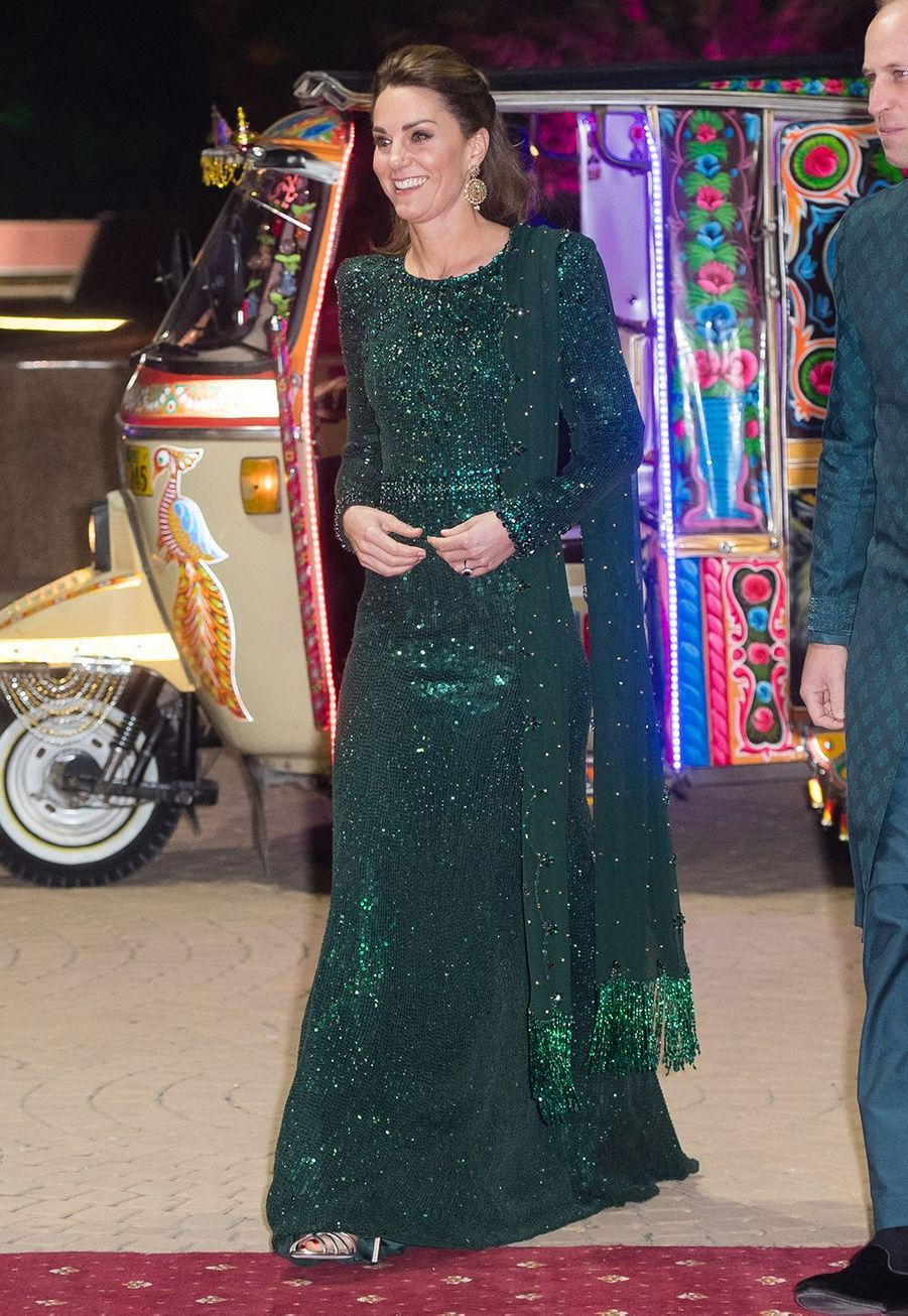 Kate Middleton (en Jenny Packham) lors d'une réception avec le prince William au Pakistan National Monument à Islamabad le 15 octobre 2019