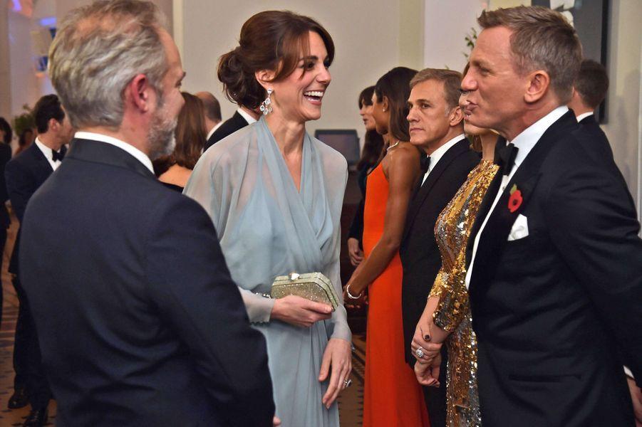La duchesse de Cambridge Kate avec Daniel Craig à Londres, le 26 octobre 2015