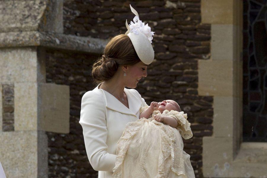 La duchesse de Cambridge, née Kate Middleton, au baptême de sa fille Charlotte, le 5 juillet 2015