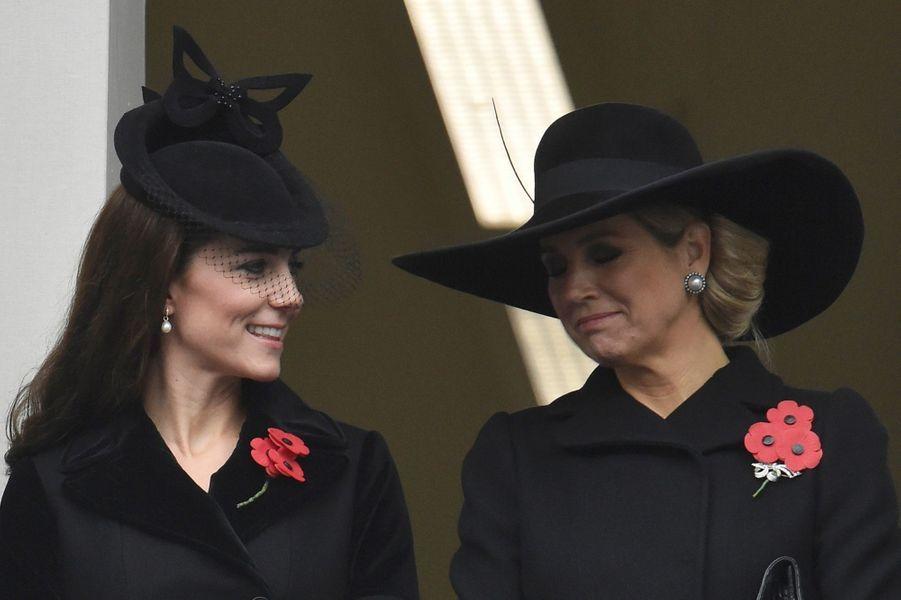 La duchesse de Cambridge, née Kate Middleton, lors du Jour du Souvenir, avec la reine Maxima des Pays-Bas, le 8 novembre 2015