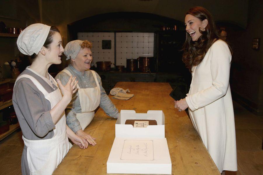La duchesse de Cambridge, née Kate Middleton, sur le tournage de Downton Abbey, le 12 mars 2015