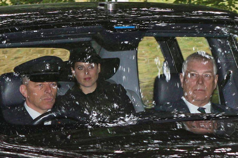 La princesse Beatrice d'York et son père le prince Andrew à Crathie en Ecosse, le12 août 2018