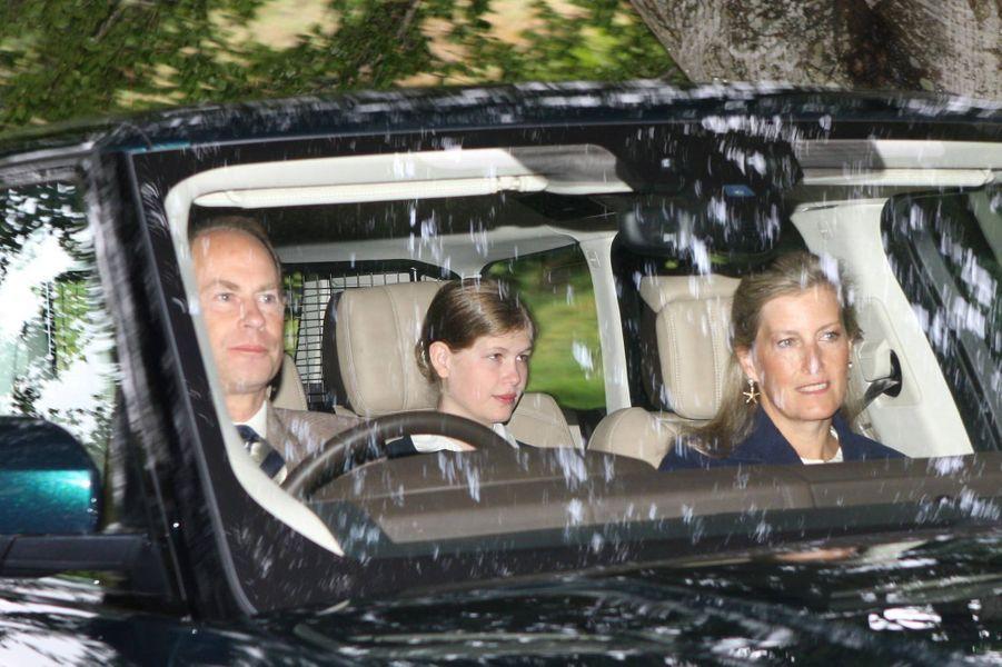 Le prince Edward, la comtesse Sophie de Wessex et Lady Louise Windsor à Crathie en Ecosse, le12 août 2018