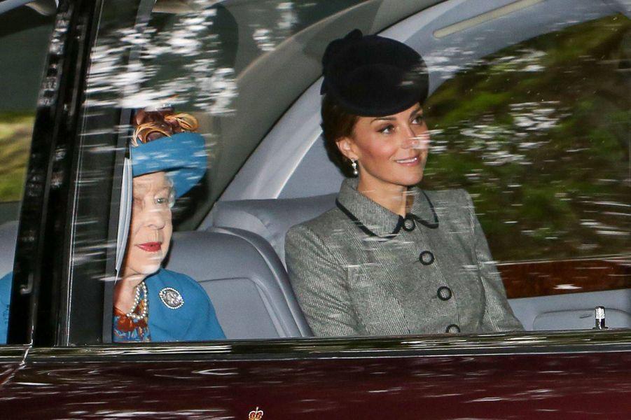 La reine Elizabeth II et la duchesse Catherine de Cambridge à Crathie en Ecosse, le 26 août 2018