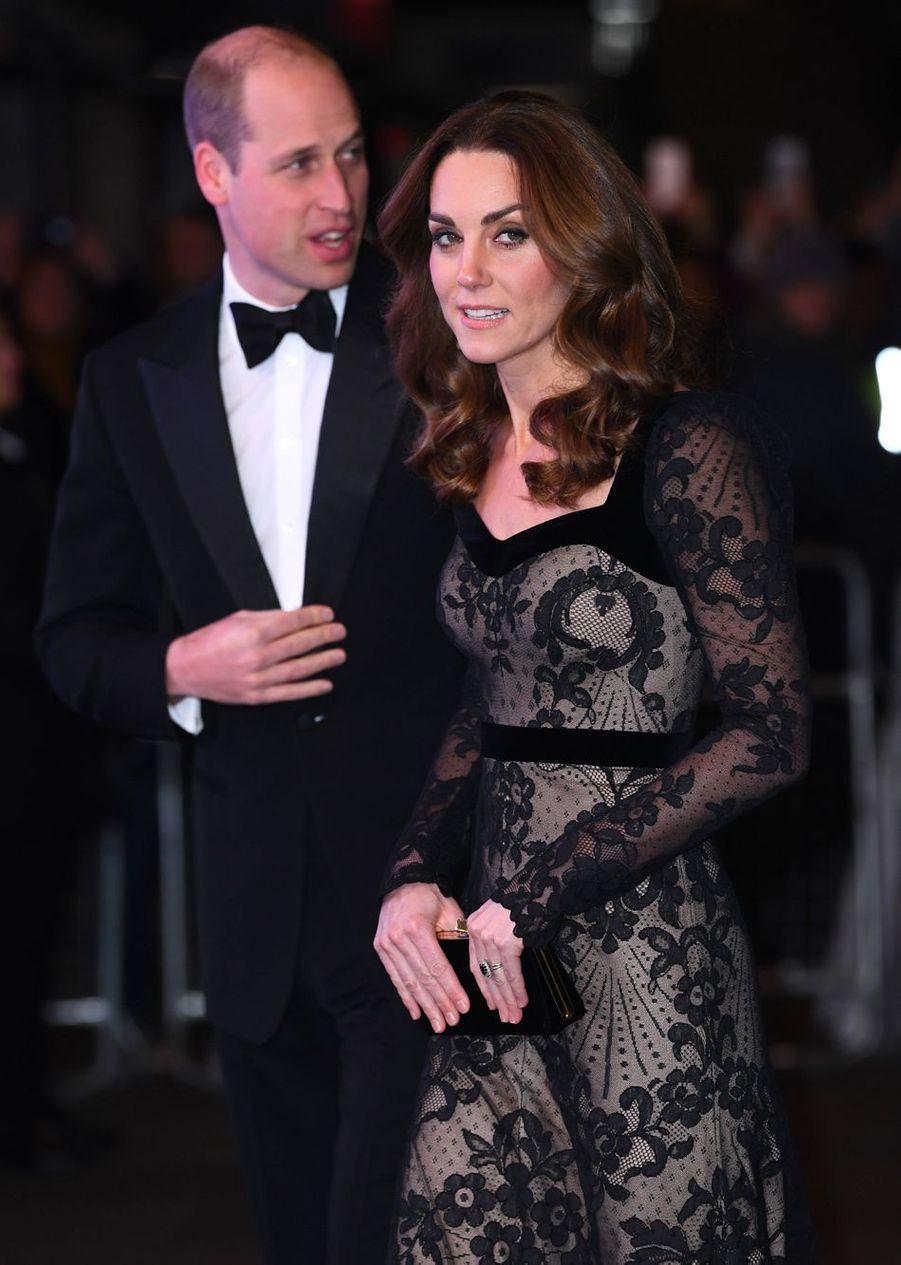 Le prince William et son épouse Kate née Middleton ont assisté lundi soir à un spectacle de charité au London Palladium Theatre.