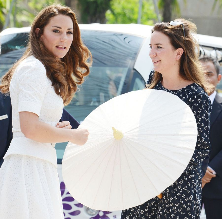 Rebecca Deacon avec Kate Middleton, à Singapour en septembre 2012.