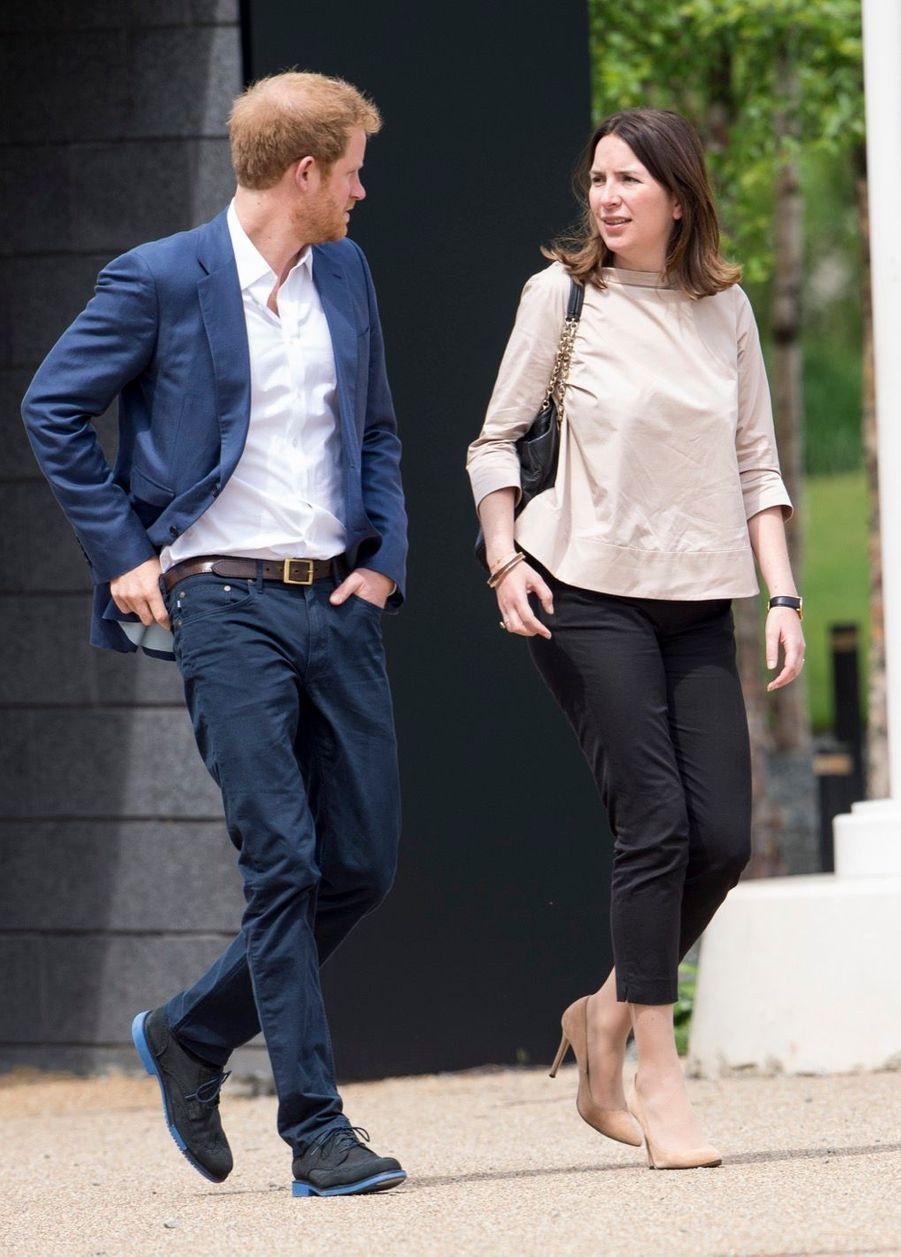 Rebecca Deacon avec le prince Harry, en mai 2016.