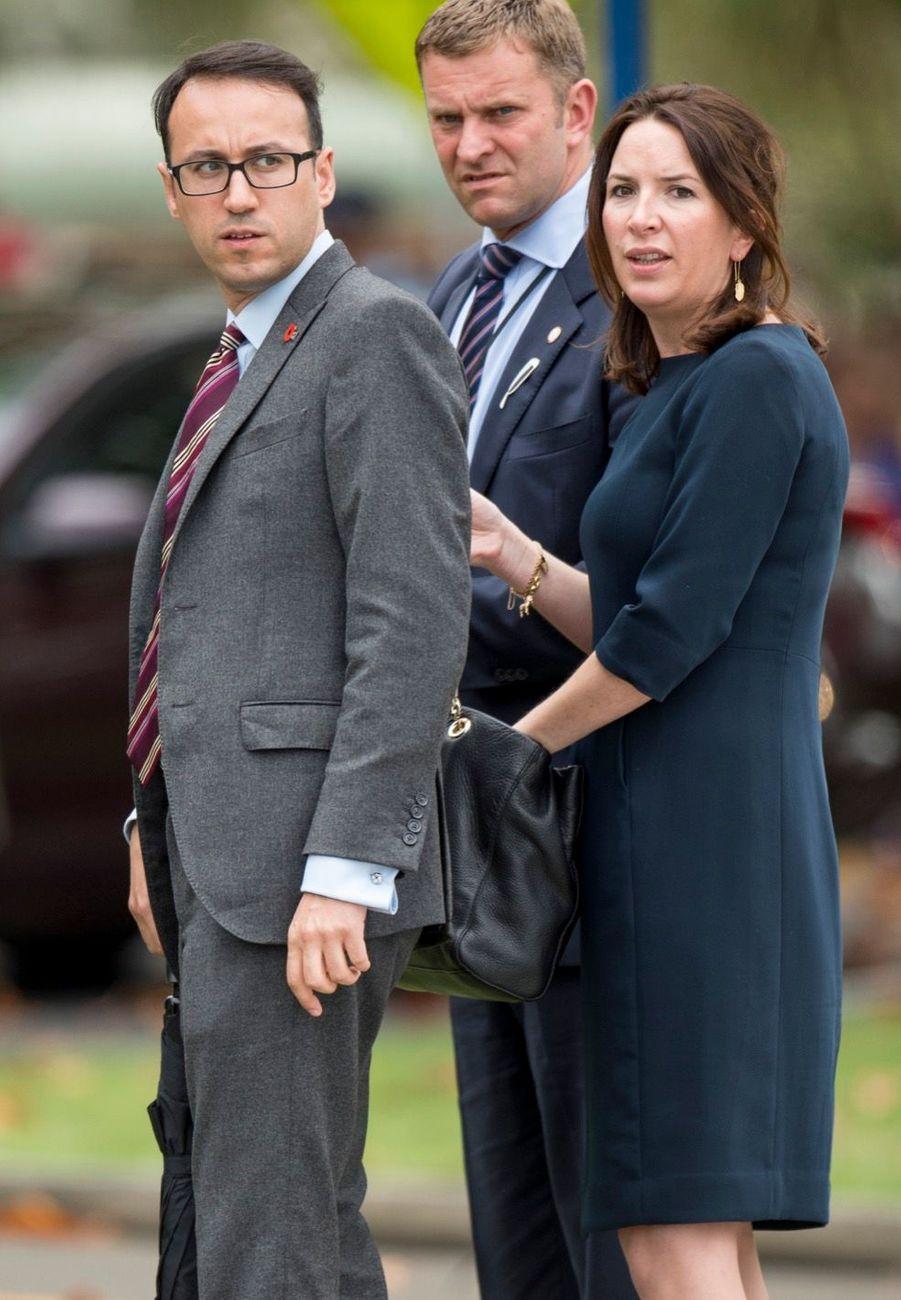 Rebecca Deacon avec Miguel Head, secrétaire privé de William, en Nouvelle-Zélande en avril 2014.