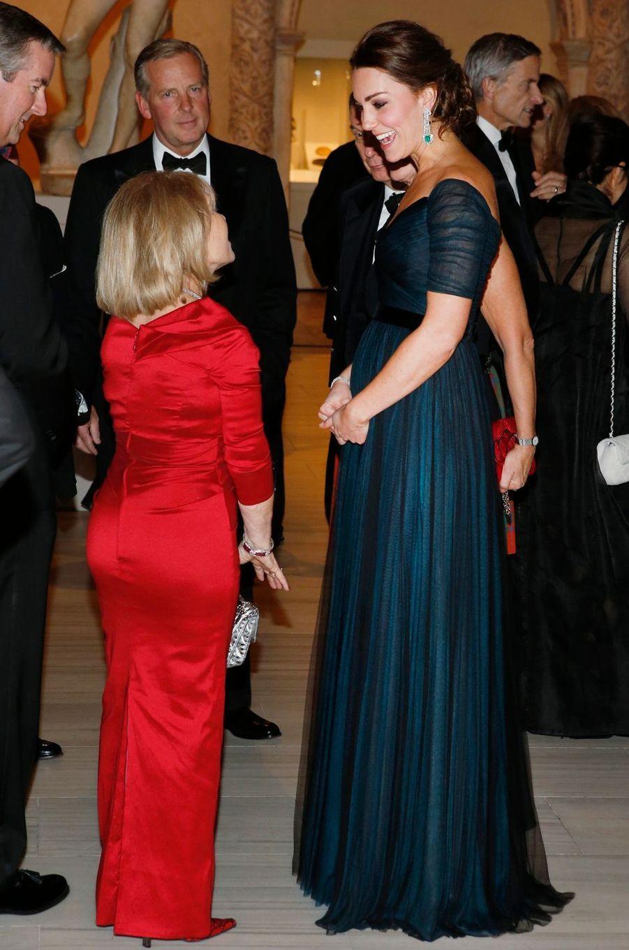La duchesse Catherine de Cambridge parée de bijoux en émeraudes et diamants à New York, le 9 décembre 2014