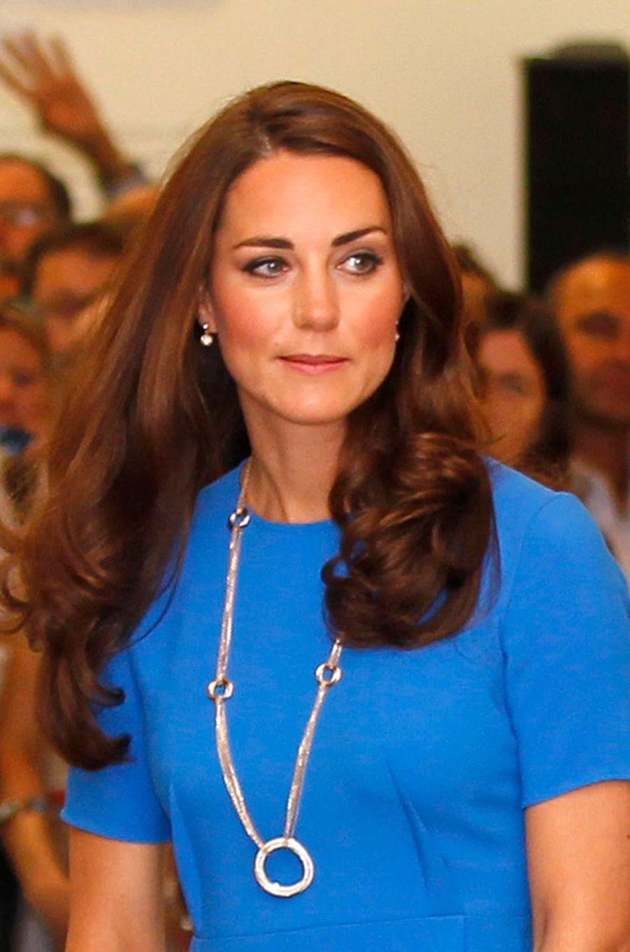 La duchesse Catherine de Cambridge porte son collier Cartier, le 19 juillet 2012