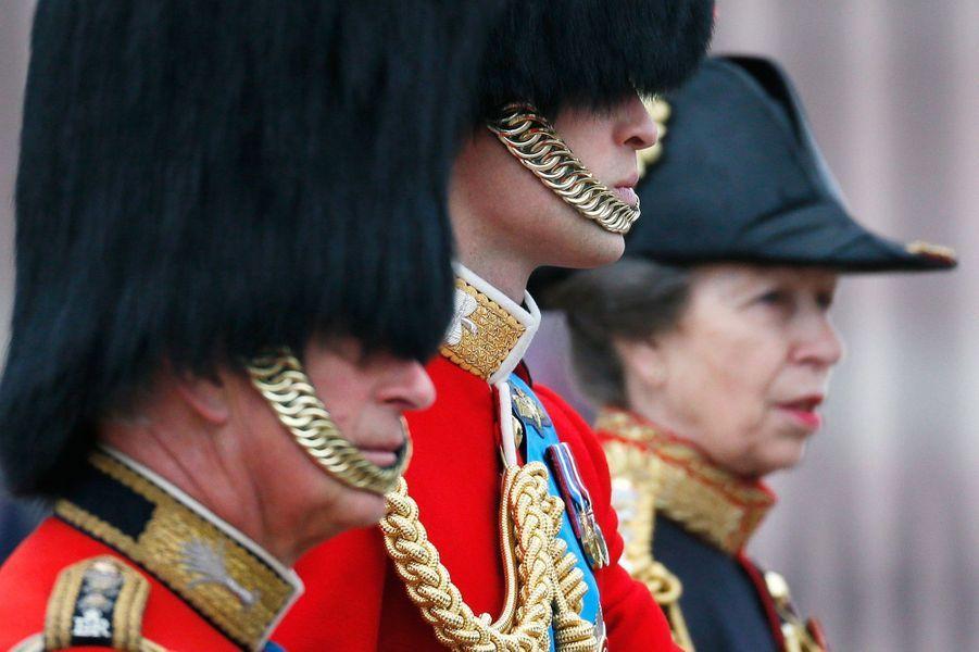 Les princes William et Charles, et la princesse Anne à la cérémonie Trooping the Colour à Londres, à l'occasion de l'anniversaire de la reine E...