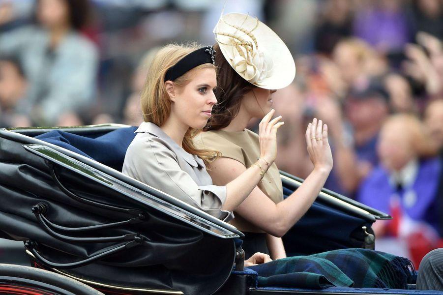 Les princesses Beatrice et Eugenie à la cérémonie Trooping the Colour à Londres, à l'occasion de l'anniversaire de la reine Elizabeth