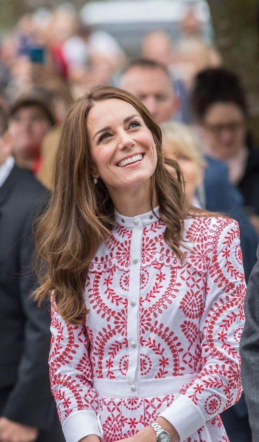 Kate, ravissante aux couleurs du Canada