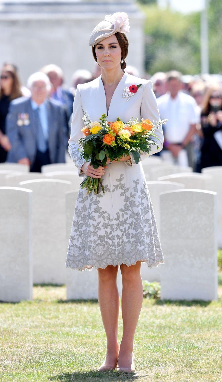 La duchesse Catherine de Cambridge en Catherine Walker, le 31 juillet 2017
