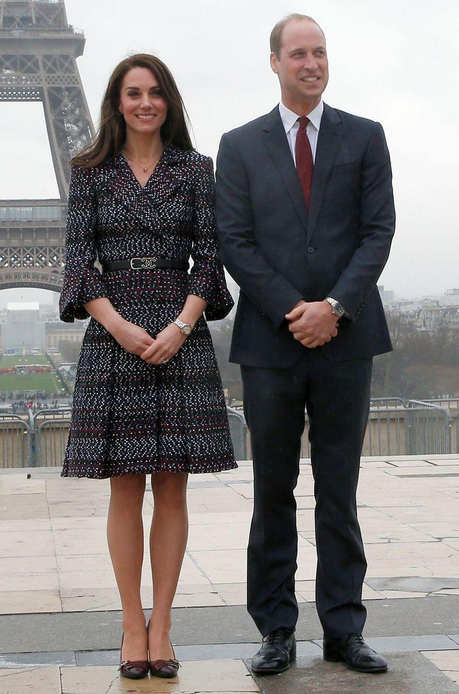 La duchesse Catherine de Cambridge en Chanel, le 18 mars 2017