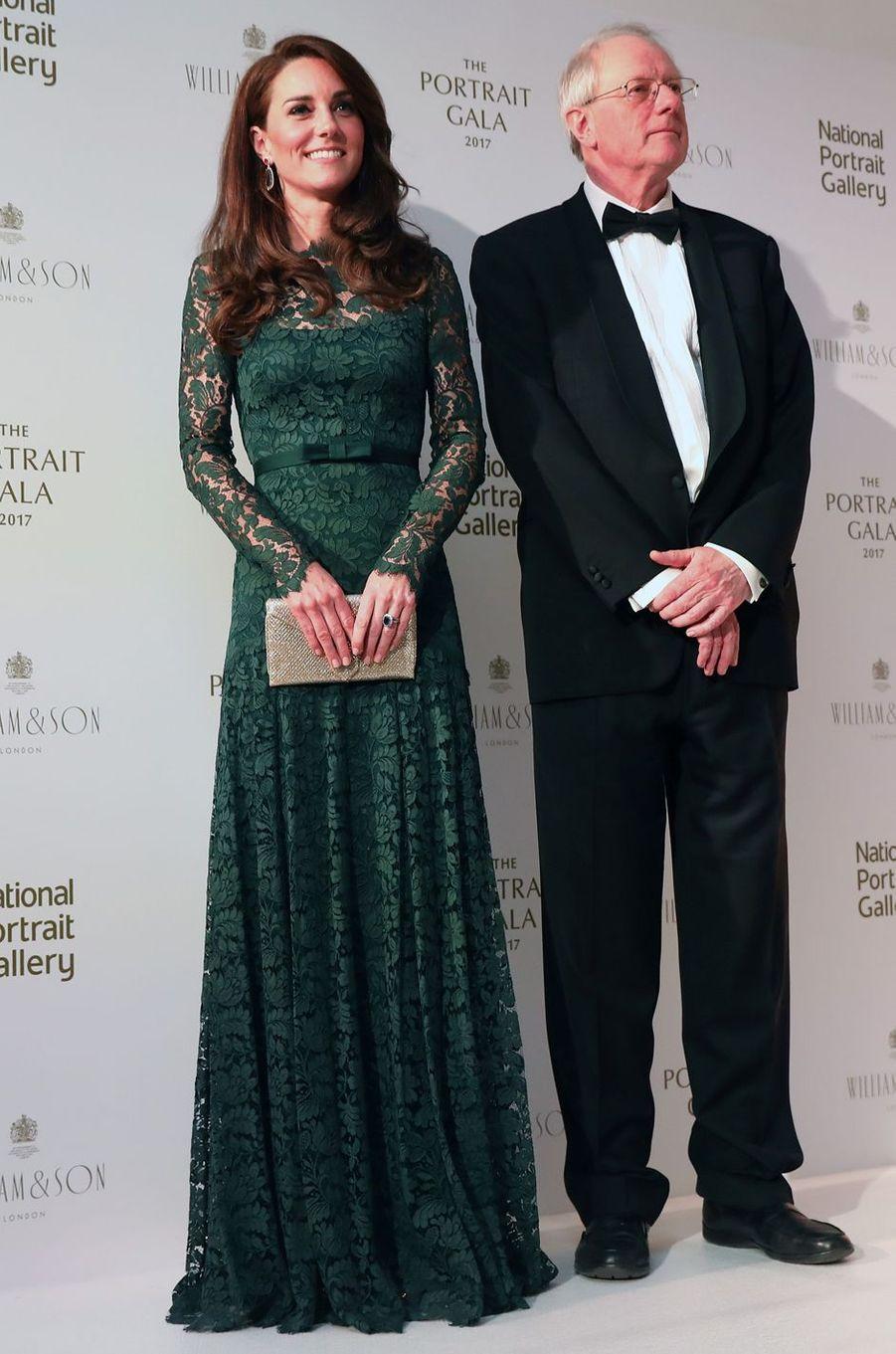 La duchesse Catherine de Cambridge en Temperley London, le 28 mars 2017