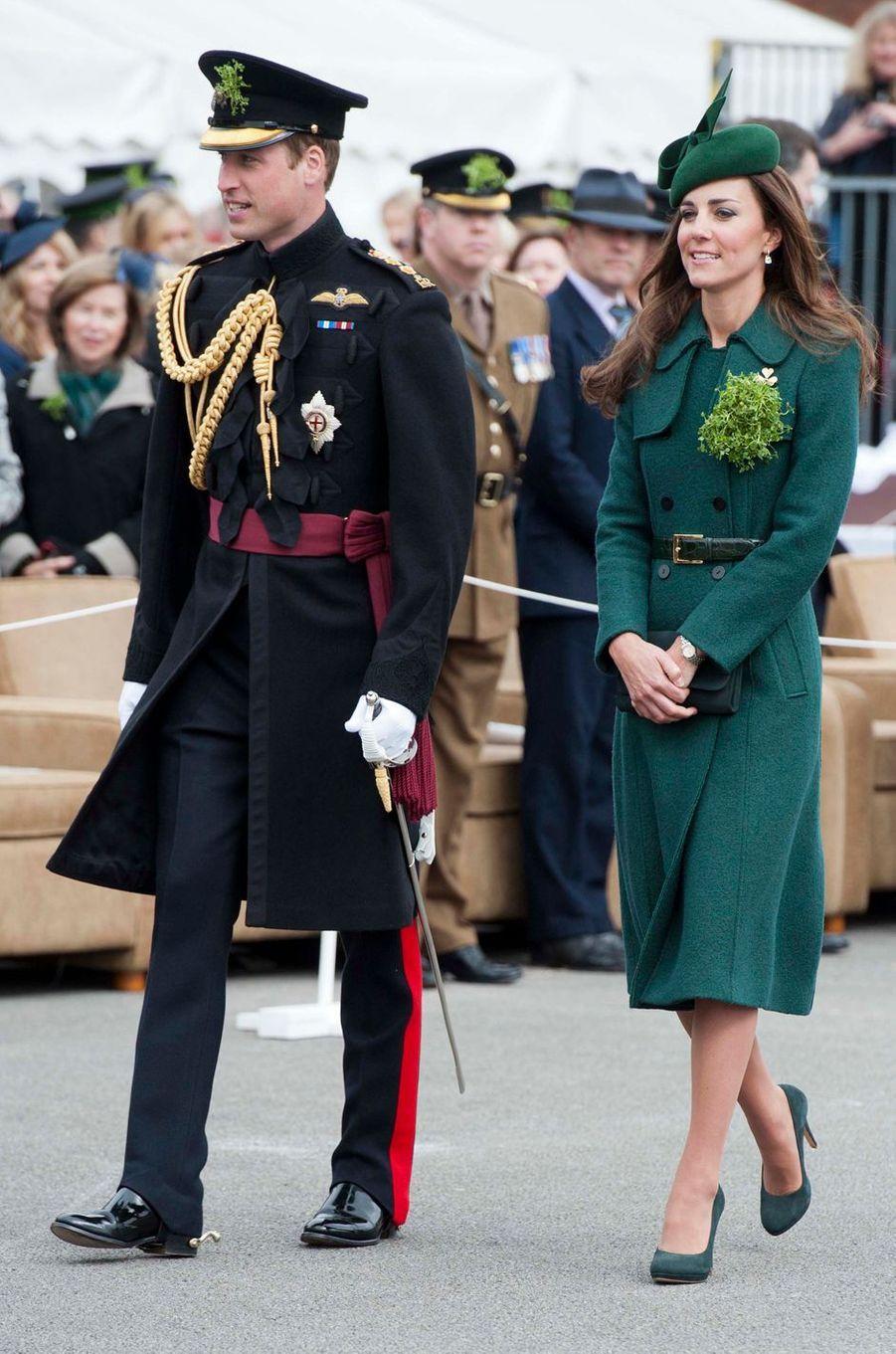 La duchesse de Cambridge, née Kate Middleton, en Hobbs pour la St Patrick à Aldershot, le 17 mars 2014
