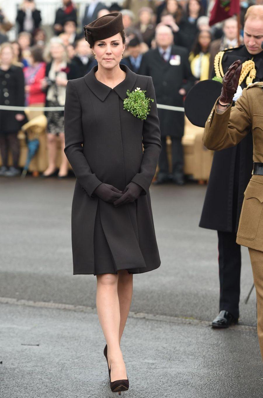 La duchesse de Cambridge, née Kate Middleton, pour la St Patrick à Aldershot, le 17 mars 2015