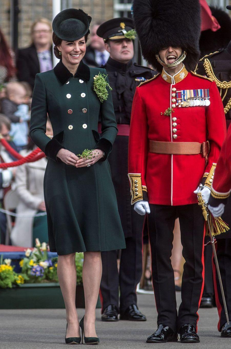 La duchesse Catherine de Cambridge pour la St Patrick à Aldershot, le 17 mars 2017