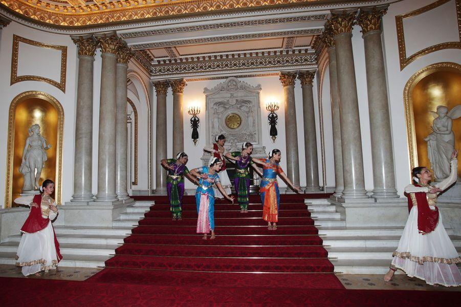 Danseuses indiennes au Palais de Buckingham à Londres, le 27 février 2017