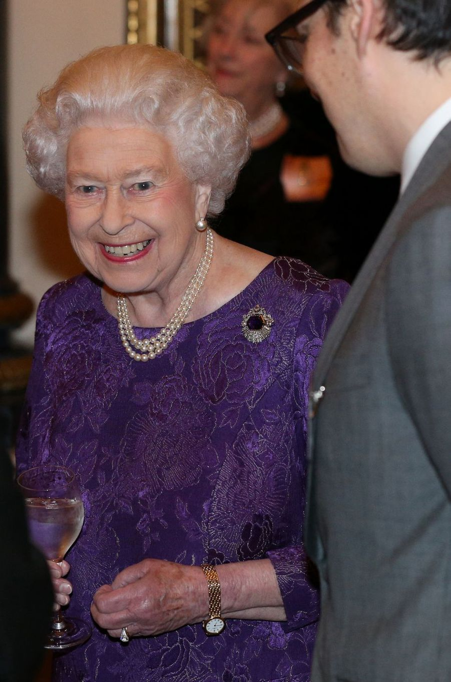 La reine Elizabeth II au Palais de Buckingham à Londres, le 27 février 2017