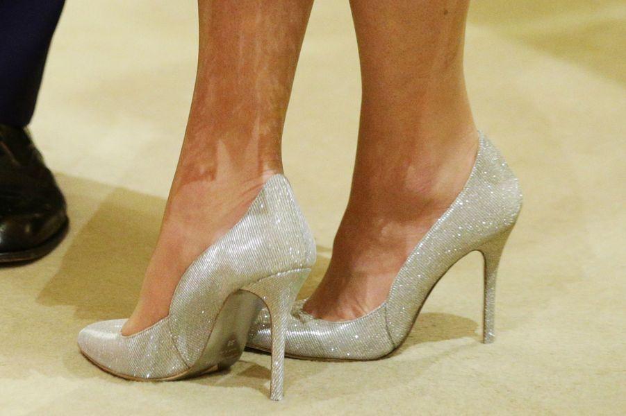 Les chaussures de Kate Middleton au Palais de Buckingham à Londres, le 27 février 2017