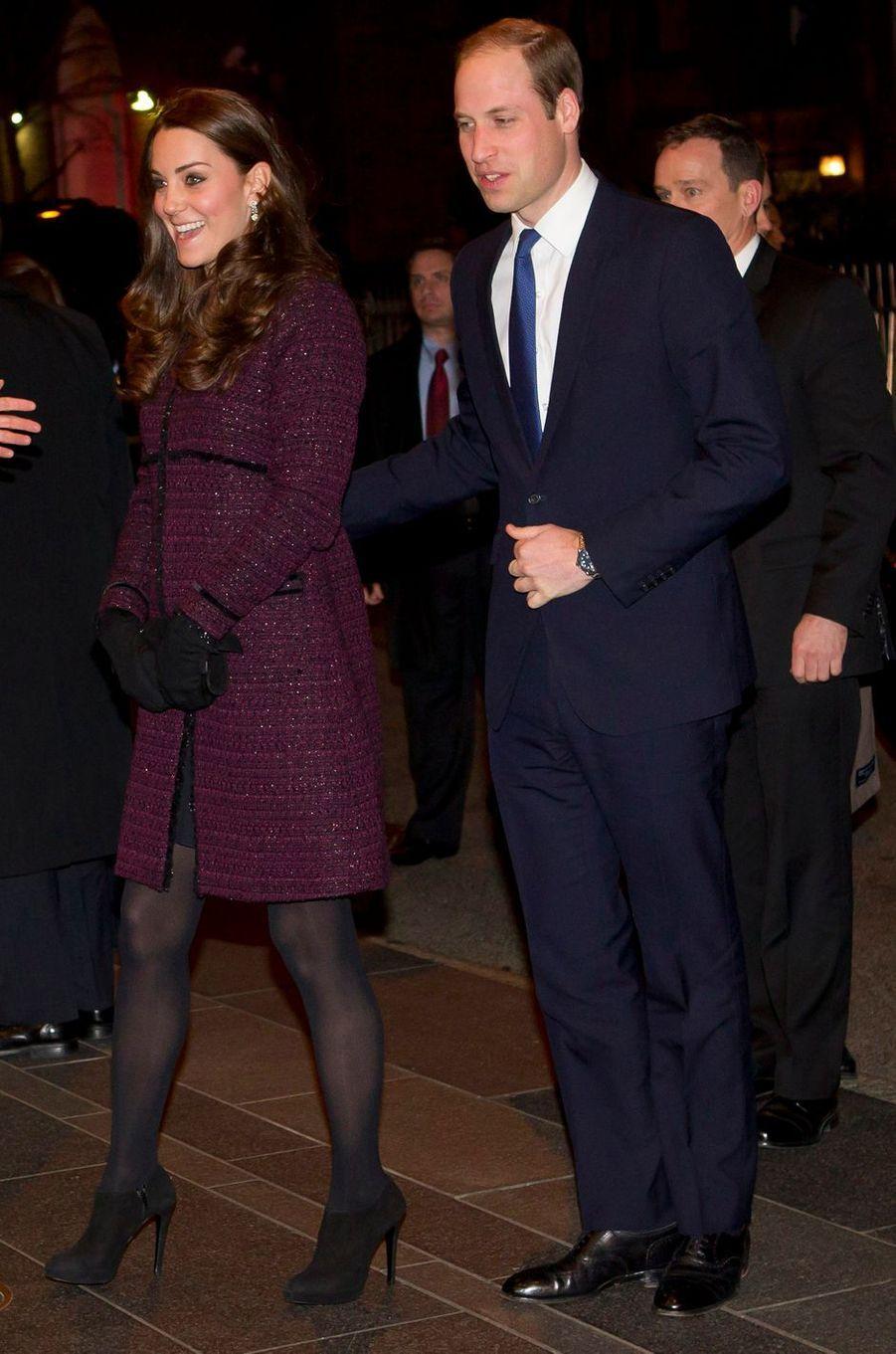 La duchesse Catherine de Cambridge, enceinte de la princesse Charlotte, dans un manteau Séraphine, le 7 décembre 2014