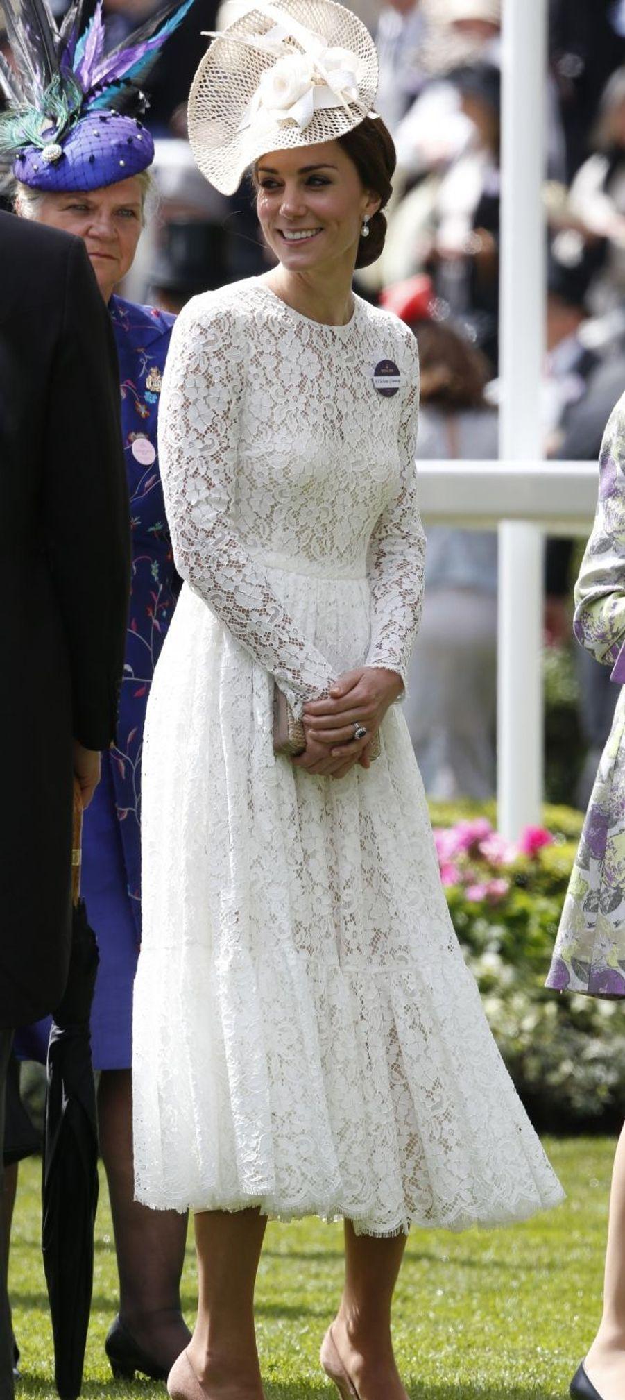 La duchesse de Cambridge, née Kate Middleton, en Dolce & Gabbana au Royal Ascot le 15 juin 2016