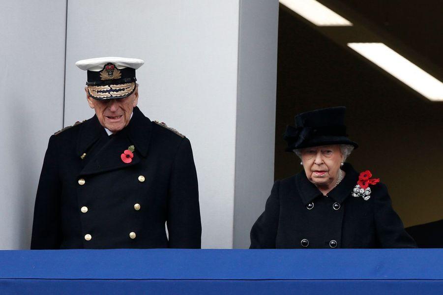 La reine Elizabeth II, la duchesse de Cornouailles Camilla et le prince Philip à Londres, le 12 novembre 2017